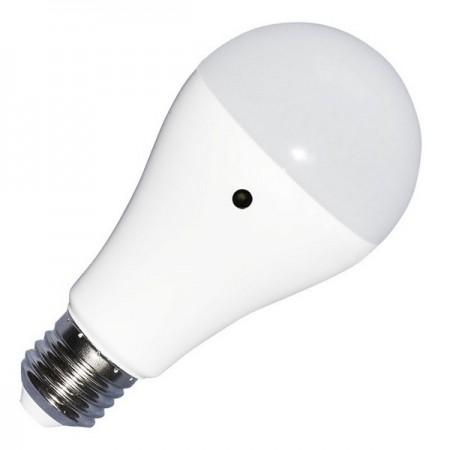 LED žiarovka E27 A60 9W so svetelným senzorom