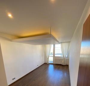 Osvetlenie obývačky teplou bielou farbou svetla
